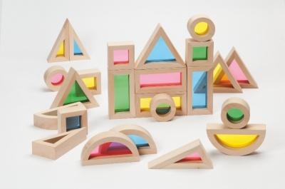 dřevěné tvary s barevným plexisklem