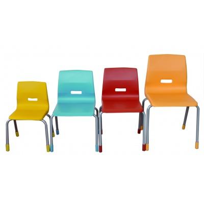 Kovové židle s plastovými sedáky, v. 38 cm